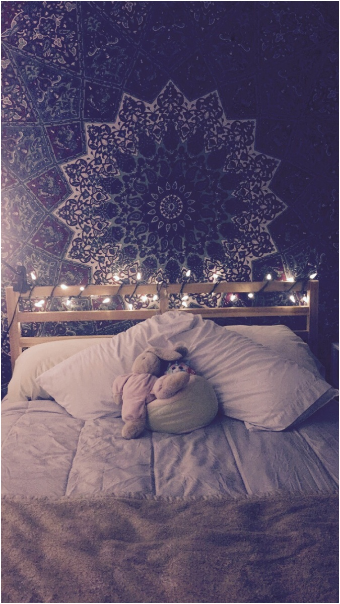 15 ideas to hang christmas lights in a bedroom 24
