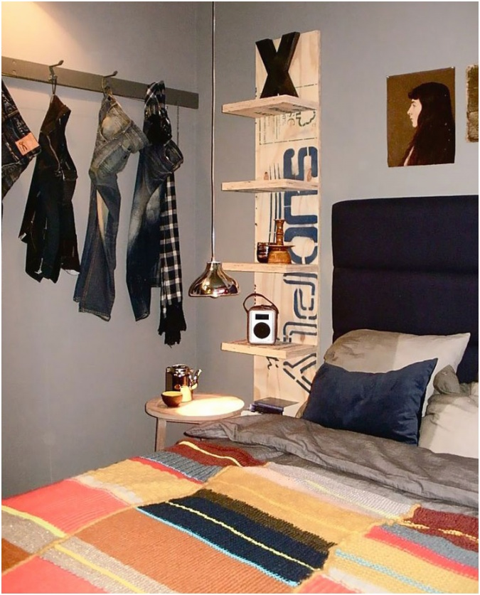 Room Décor for Teenage Guys with Rough Wall Shelves