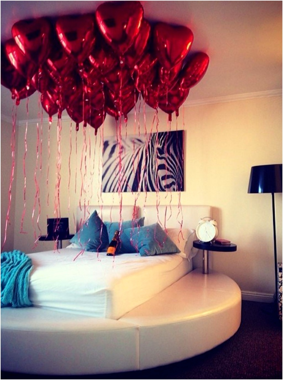 Cute And Romantic Valentine Bedroom Decor Ideas 02