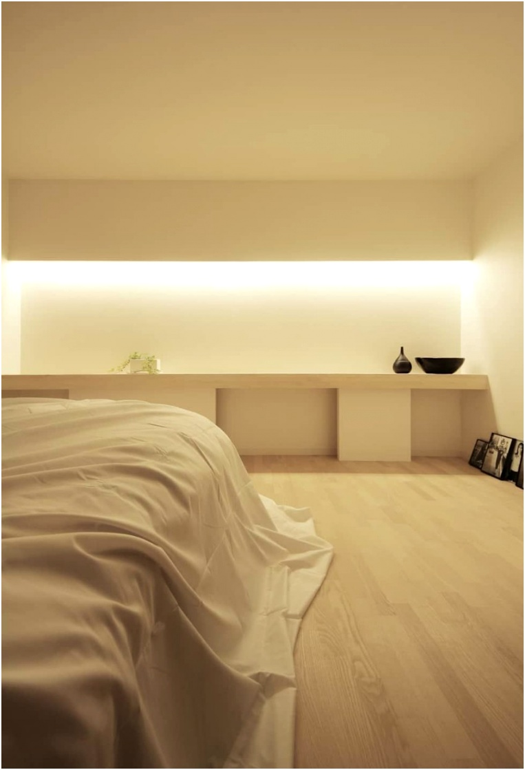 Discover This Modern Bedroom With Hidden Lighting 2
