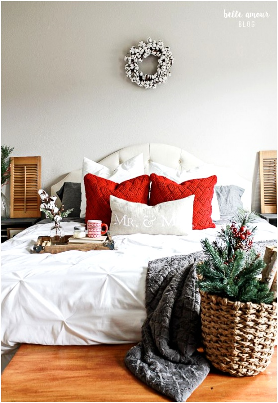 Christmas Bedroom Decor ideas via belleamourdesigns