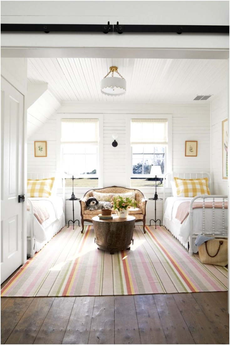 guest bedroom ideas couch
