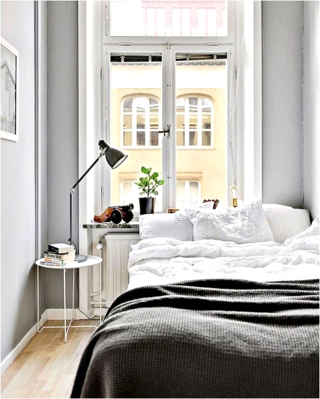 Awesome Small Bedroom Decorating Ideas A Bud 1