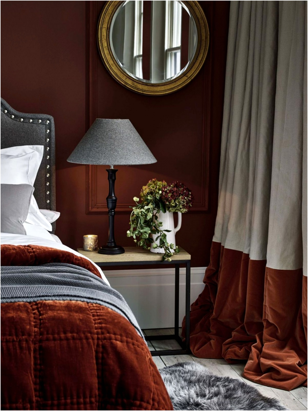 Mix Materials For Dramatic Bedroom Curtain Idea