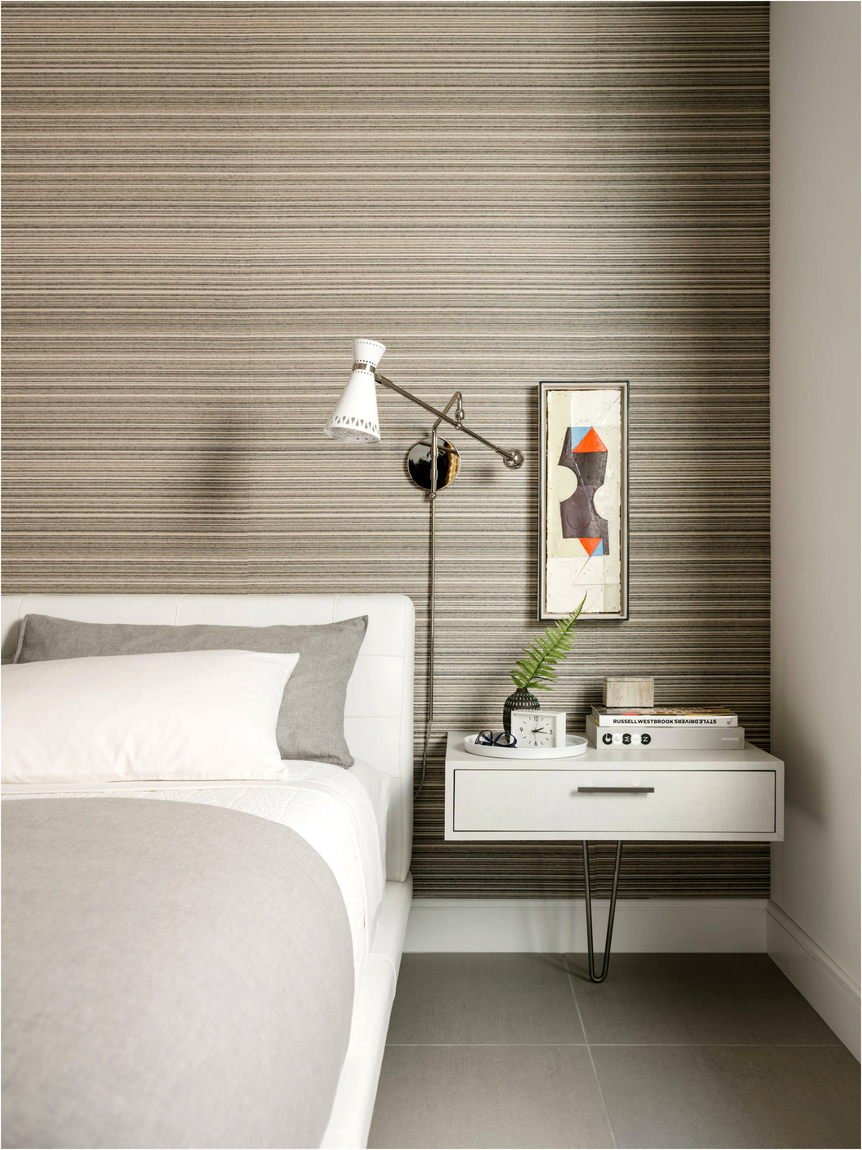 01 Opt for Accent Wall Small Bedroom Design Ideas